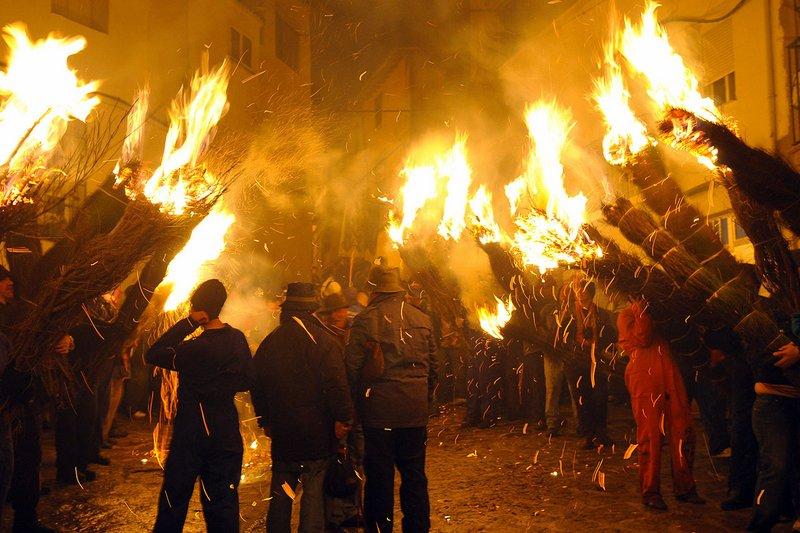 Fiesta de los Escobazos en Jarandilla de la Vera (Cáceres).