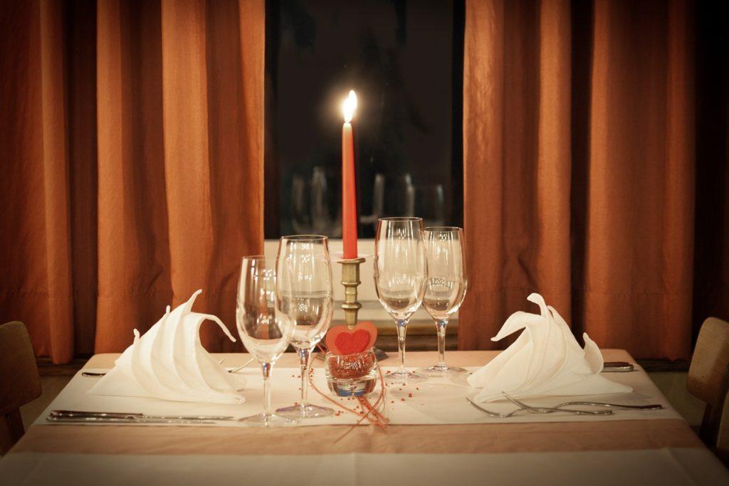 Mesa con decoración de San Valentín