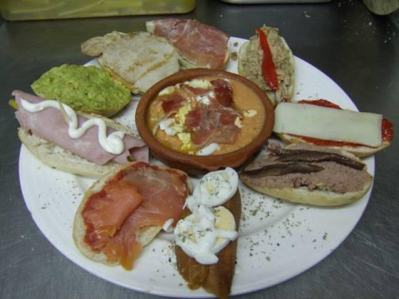 Tapas gratis en un bar de Granada