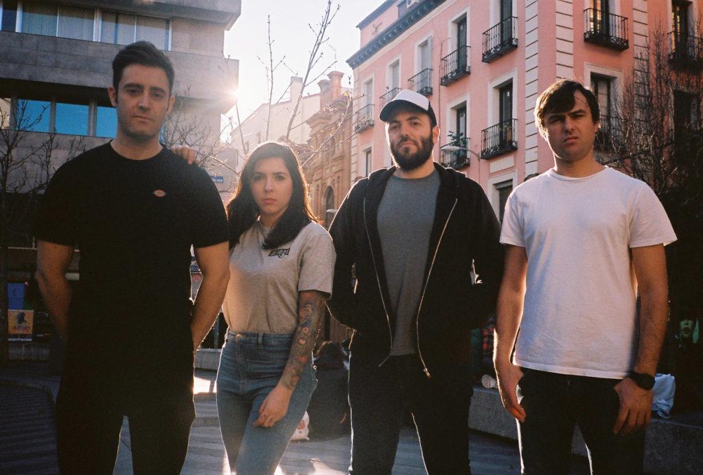 Componentes del grupo de punk-pop La la love you