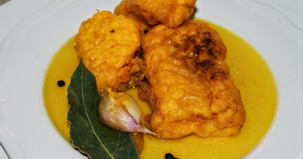 Plato de bacalao en escabeche, comida típica de Semana Santa