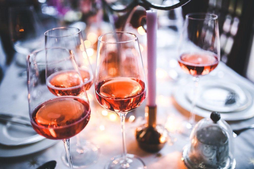 tipos de vino sandevid - Copas de vino rosado
