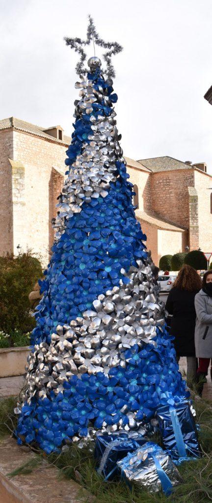 Arbol de navidad con botellas de Sandevid